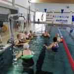 Seniorzy na pływalni Delfinek - OSiR Strzegom